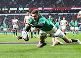 Jacob Stockdale scores a try against England at Twickenham